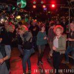 Dansende mensen in Café Carambole